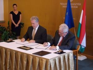 Stratégiai partnerségről szóló megállapodást írt alá a kormányzat a logisztikai szakmával